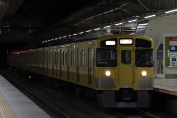 2019年1月4日 5時30分ころ、所沢、2番ホームを通過する2051Fの上り回送列車。