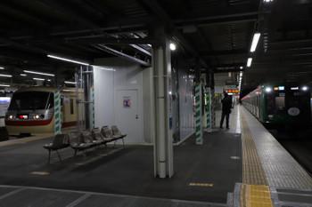 2019年1月5日、所沢、発車した10105Fの29レ。右は東急5122Fの3701レ。