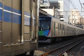 2019年1月10日、高田馬場~下落合、40105Fの新宿からの折り返し列車の拝島ゆき準急4307レ。邪魔をしたのは6000系の2618レあたりと思います、邪魔されたのは私だけですが。