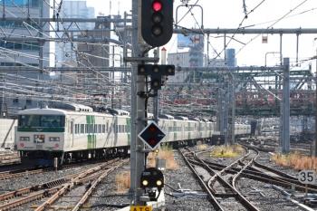 2021年1月2日 13時39分頃。品川。185系の特急「踊り子」号。背後に京急の電車が見えてます。