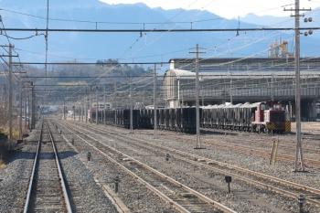 2021年1月3日 9時38分頃。武州原谷。貨物列車が3編成止まっているのが上り列車から見られました。