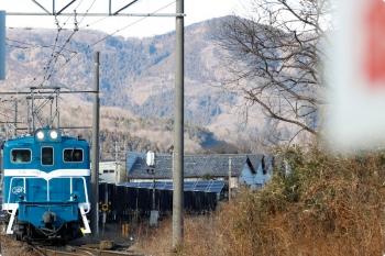 2021年1月3日 13時42分頃。長瀞。デキ301が牽引する下り貨物列車。