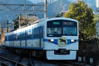 2021年1月3日 8時6分頃。御花畑。到着する、「開運」HM付き6001の急行 熊谷ゆき。