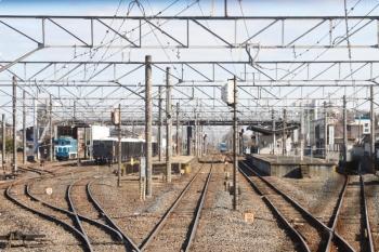 2021年1月3日 12時39分頃。武川。下り列車の車内から見た駅構内。