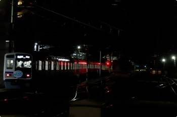 2021年1月10日。石神井公園。6151F(Nack5)の6551レと、6番線で夜間滞泊のメトロ7016F。