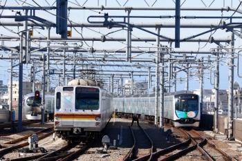 2021年1月10日。石神井公園。右から40152F(カナヘイ)の1808レ、28K運用で再び6番線に戻ってきたメトロ7016F、そしてラビューの13レ。