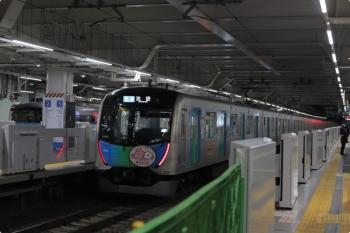 2021年1月13日。所沢。40152Fの4240レ(手前)と10000系の新宿線の特急146レ。