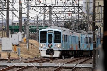 2021年1月17日 11時34分頃。所沢。西武新宿からやって来た4009F。池袋線の4番ホームへ向かうため、新宿線の上り本線を横断します。