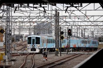 2021年1月17日 11時34分頃。所沢。西武新宿方から池袋線4番ホームへ向かう4009F。