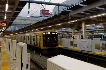 2021年1月17日。所沢。東急4110Fの1718レ。奥には新宿線の10000系特急123レ。4番ホームのホームドアはまだ非稼働でした。