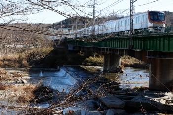 2021年1月30日 12時13分頃。仏子〜元加治。塗装工事の足場を撤去中の入間川橋梁を渡るメトロ17002Fの上り試運転列車。
