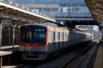 2021年1月30日 11時18分頃。小手指。2番ホームから発車したメトロ17002Fの上り試運転列車。