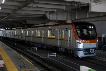 2021年1月30日 10時26分頃。所沢。6番ホームで発車を待つメトロ17002Fの下り試運転列車。