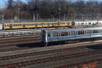 2021年1月31日 10時過ぎ。小手指〜狭山ヶ丘駅間。上り列車の車内から小手指車両基地の飯能方に1245Fが見られました。手前は6104F。