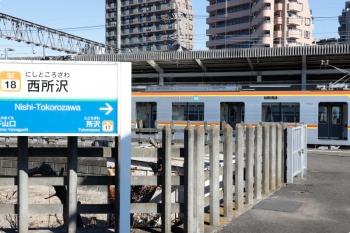 2021年1月31日 11時18分頃。西所沢。4番ホームへ停車し、ホームと反対側の側扉が開けられたメトロ17002Fの上り試運転列車。