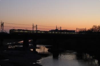 2021年2月7日。仏子〜元加治駅間。N2000系2+8連の4102レ。8連の集電装置は菱形1台なので2087Fのはずです。