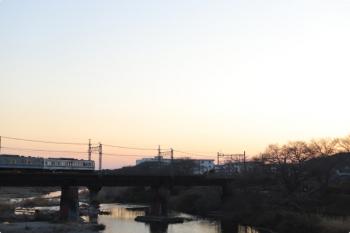 2021年2月7日。仏子〜元加治駅間。編成途中で色が変わった6000系ではなくて、6000系の上り回送列車と6050系の6551レのすれ違いです。