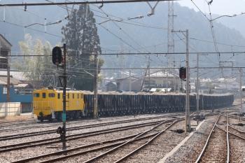 2021年2月13日 12時42分頃。影森。鉱山から到着する貨物列車。牽引は黄色の502。