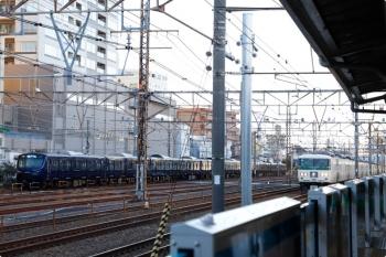 2021年2月19日 7時28分頃。鶴見。185系の湘南ライナー2号(右)と相模鉄道12000系の海老名ゆき。