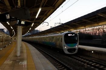 2021年2月21日。入間市。発車した38103Fの1002レ(右)。左は001-C編成の27レ。