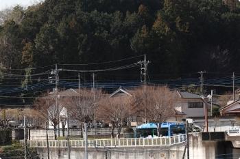2021年2月23日 10時5分頃。飯能大橋の駅側から、橋を渡りきった自動運転実験の西武バスをお見送り。