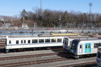 2021年2月23日 11時半頃。狭山ヶ丘〜小手指駅間。上り列車の車内から見えた小手指車両基地の飯能方。