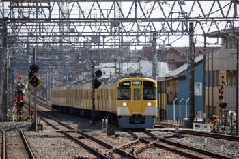 2021年2月27日 11時52分頃。小手指。3番ホームへ到着する2463F+2071Fの下り回送列車。