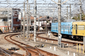2021年2月28日 14時7分頃。所沢。JRの新秋津駅から263Fに牽引されて6番線に到着する1251F(潮風)。