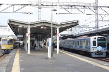 2021年3月5日。西所沢。左は263Fの6121レ、右は6151F(Nack5)の通勤準急 4660レ。
