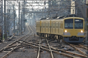 2021年3月5日 6時47分頃。西所沢。所沢駅から折り返してきた263Fの下り回送列車。2番ホームへ到着し狭山線6109レになりました。