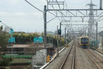 2021年3月7日。武蔵藤沢〜稲荷山公園駅間。上り列車の車内から見えた、不老川の護岸工事現場と東急4110Fの1701レ。