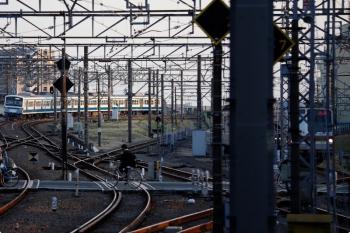 2021年3月11日 17時17分頃。所沢。6番線から西所沢駅へ発車した1241Fの下り回送列車(左奥)。