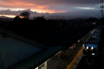 2021年3月13日 17時48分頃。元加治。通過するラビューの上り回送列車。