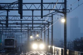 2021年3月13日 6時9分頃。石神井公園。保谷駅4番線にいた38111Fが上り回送列車として4番ホームを通過。前のダイヤと同じです。