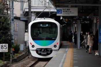 2021年3月20日 14時48分頃。大泉学園。通過する38113Fの下り回送列車。