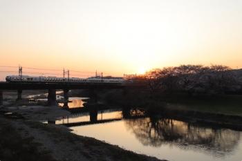 2021年3月27日 5時54分頃。仏子〜元加治駅間。001系の62レ。日の出です。