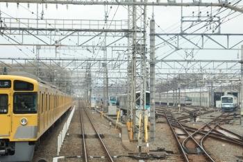 2021年3月28日 8時40分頃。小手指。上り列車の車内から見た車両基地。右に1241F、左奥に1251Fが見えてます。手前の30000系2連は32104F。