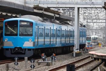 2021年4月1日。西所沢。1251Fの6112レ(手前)と、30000系の2504レ(通勤急行)、001系の3レ。