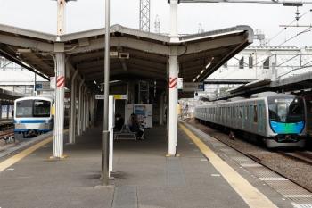 2021年4月1日。西所沢。1241Fの6125レ(左)と40154Fの2512レ(通勤急行)。