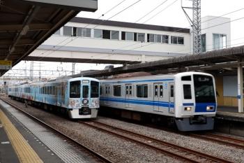2021年4月4日。仏子。中線で待避する4009F下り列車と、通過する6155Fの32M運用・上り回送列車。