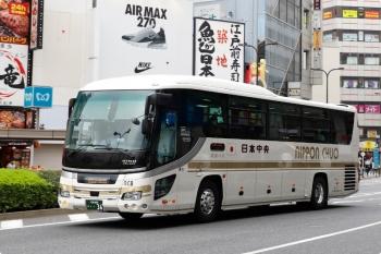2021年4月4日。池袋駅東口の前。日本中央バスの池袋・新宿ゆき高速バス。