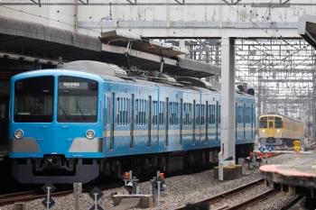 2021年4月4日。西所沢。2番ホームで発車を待つ1251Fの6192レ。奥は2465F+2069Fの2119レ。