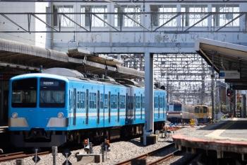 2021年4月10日。西所沢。1251Fの6133レ(手前)と、メトロ7000系の6563レ、引き上げ線へ入った2465F+2071F。