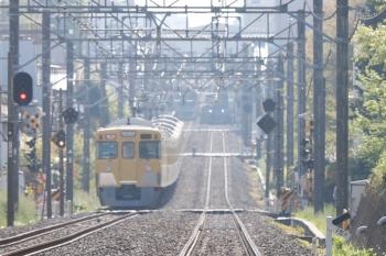2021年4月12日 8時1分頃。武蔵関〜東伏見。左の上り列車は手前から、2417F+2095Fの2310レ、38117Fの5110レ。