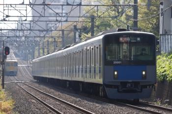 2021年4月12日 8時1分頃。武蔵関〜東伏見。20101Fの2101レ。左奥の2000系は、上の写真にも写ってた2417F+2095Fの2310レ。