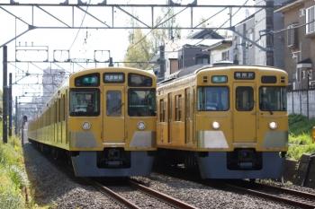 2021年4月12日。武蔵関〜東伏見。右は2007F+2413Fの4803レ、左は2037F+2049Fの4310レ。