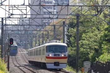 2021年4月12日。武蔵関〜東伏見。10105Fの105レ(右)。