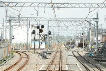 2021年4月12日。東村山。左に西武園線が分かれる地点。新宿線の上りがすでに仮線に変わっていて、下りの仮線も敷設中。