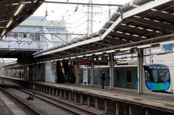 2021年4月12日 17時1分頃。小手指。出庫して1番ホームに到着する40102Fの上り回送列車(53M運用)。