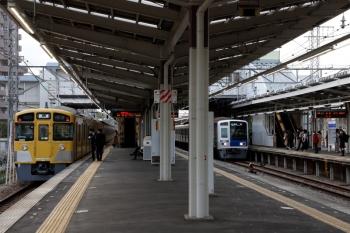 2021年4月12日 17時14分頃。小手指。2079Fの下り回送列車が4番ホームへ到着。乗務員さんが交代したので飯能へ向かうのかと思いきや、入庫しました。